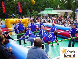 Beim Human Table Soccer oder Menschkicker wird Sports- und Teamgeist bei Kindern und Erwachsenen gefördert. Ein Muss auf jedem Sportfest, Fußballfest, EM- oder WM- Event.